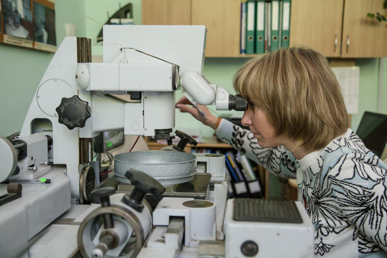 Илона Ситникова проводит аттестацию сит лабораторных